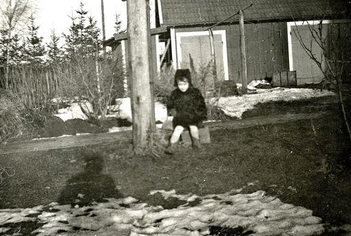 """Foto från """"Johanssons"""" hus/gård 1952-53. Bild från Marianne Brage, Vartofta 2014."""
