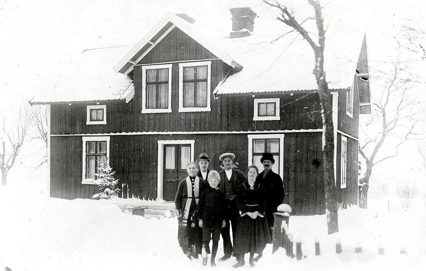 Bilder från Kerstin Lindberg, Sigtuna - uppväxt i Erikssonska gården ovan, Brandstorp 1.