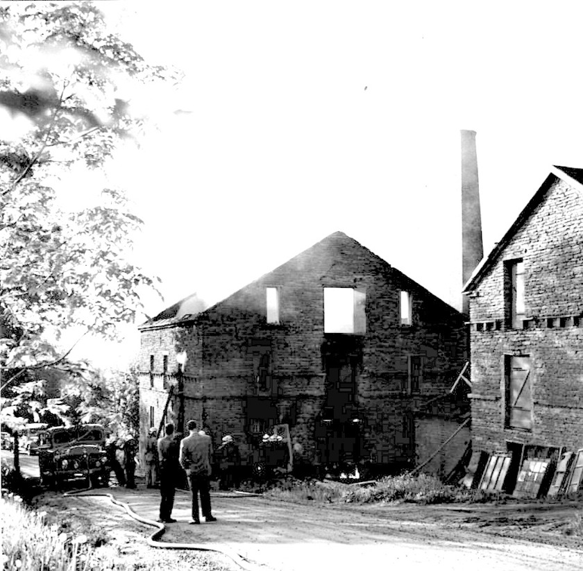 Brand någon gång på 1950-talet. Medverkade säkert till att fabriken lades ner p g a olönsamhet 1955. Då fanns 4-5 anställda kvar i verksamheten. (Skövde Stadsmuseum)