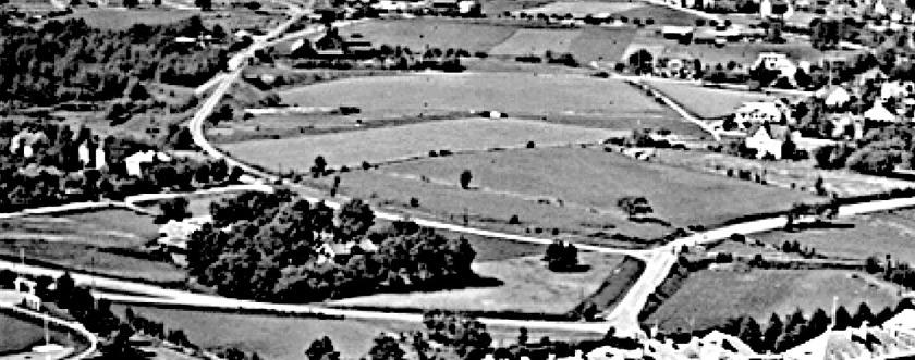 Delförstoring av SAJ-svängen ut från stambanan, utmed Carlsro-vägen, över Harket dela sig för Gullhögsspåret och passera Varnhemsvägen.