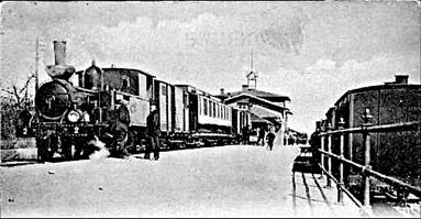 Loket nr 2, VARNHEM, på väg mot Axvall det första året 1904 - ser ut att vara lite längre fram på våren. Snön är i alla fall borta. (Skövde Stadsmuseum)