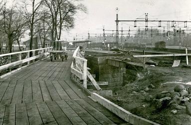 Byggandet av dubbelspår Västra stambanan 1955  - bygget på Pentaporten på SAj-sidan mot stationen. Måste ha varit tågstopp för SAJ under bygget. Brokonstruktionen för SAJ ses tydligt.