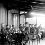Officerspaviljongens veranda 1904. Garnisonsmuseet 143-1118