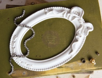 Prima Marketing Memory Hardware Resin Frames - Papillon Blanc Oval -