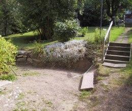 Urgrävning av innergården har påbörjats (aug 2002).