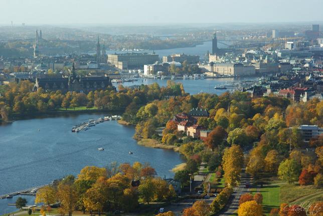 Utsikt över vackra Stockholm (från Kaknästornet). Villa Källhagen ligger längst ner i bild mot vattnet