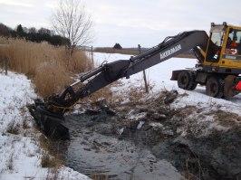På Södergård samlar fyra grävda dammar upp vatten under vinter och vår inför växtodlingssäsongen