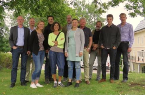 Projektpartners; Pär-Johan Lööf (Lantmännen), Håkan Wahlstedt (OiB), Emelie Svensson (VäxtRåd), Petter Haldén (HS), Helena Aronsson (SLU), Mattias Hammarstedt (HIR Skåne), Helena Elmquist (OiB), Mats Andersson (Svenskt Växtskydd), Ola Jennersten (WWF), Jonas Josefsson (SLU), Sönke Eggers (SLU), Katarina Elfström (Yara) ej med på denna bild, dessutom ingår OiB pilotgårdar.