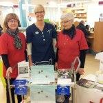 Distriktssköterska Margareta Arvidsson tillsammans med Britt och Elsemaj från Hjärt- och lungsjukas förening