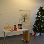 Besökarna bjöds på julmust och clementiner