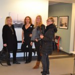 EvaLena Repfennig, konstnär Anna Backman med minglande besökare