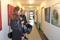 Besökare på vernissagen på Läjeskliniken 150516