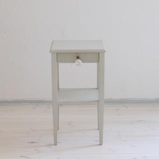 Elegant sängbord, svensktillverkat