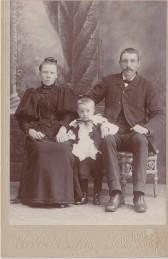 Karolina och Anders med äldste sonen Edvin född 1893 i Amerika