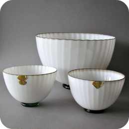 Arthur Percy Gullaskruf, a set of three bowls .......2 700 SEK