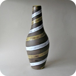 Ingrid Atterberg Upsala Ekeby vase Spiral .............950 SEK