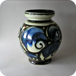 Annashaab pottery Denmark Vase with horn decor ......750 SEK