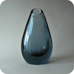 Vicke Lindstrand Kosta greyblue vase ................ 950 SEK