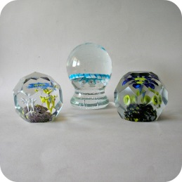 Glass paperweights ........................................ 750 SEK/each