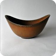 K3021: ARO bowl brown with dark rim ........... .1 400 SEK