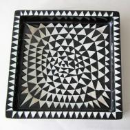 K2991: A little dark on the white triangles: 750 SEK