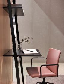 Libre desk från Swedese. Finns i vitt och svart