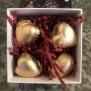 Vacker presentask med chokladhjärtan