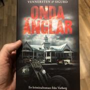 Onda änglar - deckare i Varbergsmiljö