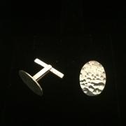 Manschettknappar i hamrat silver