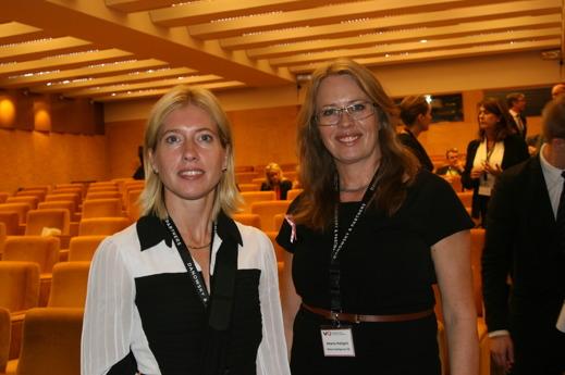 Nöjda arrangörerna Ann Björk och Helena Hallgarn i en paus i salen Stockholm på Grand Hôtel.