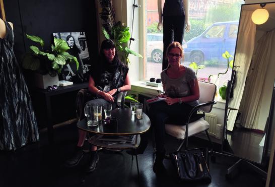 Maria och jag under intervjun i Maria Sjödin ateljé.