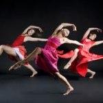 Dans 3 i röda klänningar