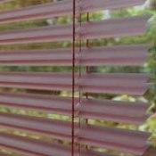 MegaView - En persienn med dubbel så mycket utsikt eftersom lamellerna går ihop två och två när du öppnar upp. Passar utmärkt i fönster med vacker utsikt och där ett större ljusinsläpp önskas.