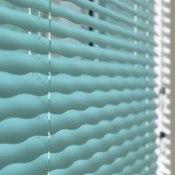 Ondulette - En dekorativ persienn med utskurna mönster i lamellerna. Mönster-effekten syns när persiennen är förvickad. Ondulette finns med sju olika mönster.