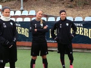 Norge mot Norge när Cathrine Dyngvold (i mitten) ställs mot Lilleström.
