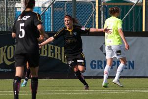 Olivia Schough jublar efter sitt 2-1 mål.