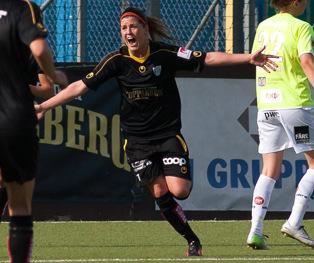 Olivia Schough jublar efter ännu ett mål.