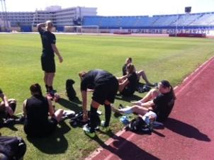 Sol och värme under första träningen på Stadio Maspalomas.