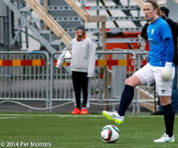 Loes Geirts längtar till hemmapremiären mot Piteå. Efter segern mot AIK i damallsvenskans första omgång hoppas hon att segrarna staplas på hög våren ut. Sedan vänttar VM i Kanada...