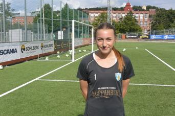 Viktoria Bergqvist gjorde en mycket bra match i KGFC:s mittförsvar. Foto: TORE LUND