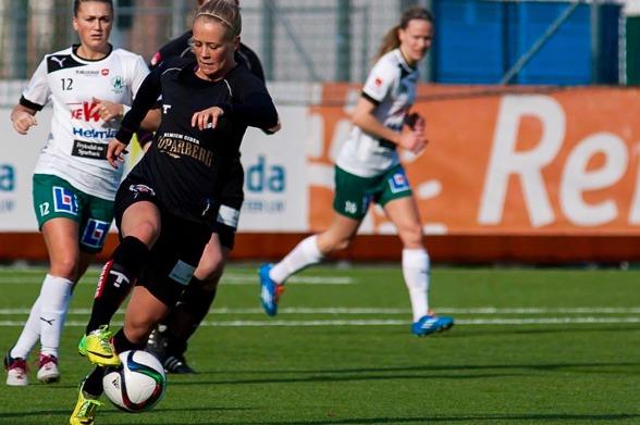 Adelina Engman hade stor show när KGFC:s F19 besegrade Hovås/Billdal på tisdagkvällen. Foto. PER MONTINI