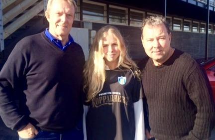 Maja Göthberg träffade KGFC:s sportchef Lasse Svensson och tränaren Stefan Rehn i helgen och gjorde klart detaljerna i kontraktet.