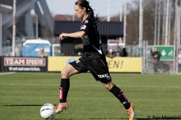 Johanna Almgren är tillbaka på Valhalla IP. Den här gången som tränare för lördagens motståndare, Kungsbacka DFF. Foto. PER MONTINI