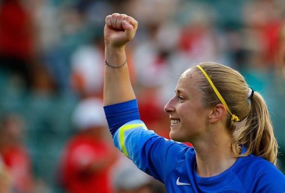 Loes Geurts gjorde comeback efter en lättare skada! Och som hon gjorde det! Den holländska landslagsmålvakten stod för flera avgörande räddningar och bidrog starkt till KGFC:s sger!