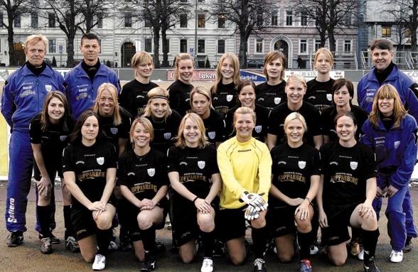 Året var 2005, en annan tid, ett annat KGFC. När Lotta Schelin (två från höger i mellersta raden) nu väljer att återvända hem blir det till Roengård. KGFC kan bara önska henne lycka till!