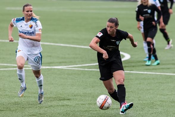 Pauline Hammarlund gjorde KGFC:s mål mot Djurgården och hade ett gyllene läge att kvittera i slutminuten. Foto. PER MONTINI