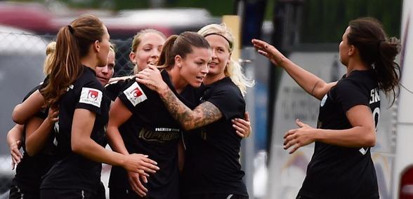Säker seger i Örebro. Pauline Hammarlund tvåmålsskytt. FOTO: Tommy Holl
