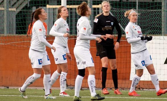 Sjukdomar och skador har drabbat KGFC:s trupp i veckan. Då blev det allsvensk debut för Ebba Handfast i en ovan position som högerback. En roll som 19-åringen klarade galant. Foto: PER MONTINI