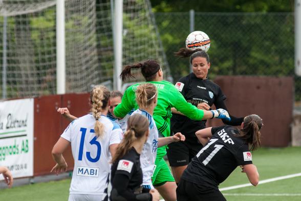 KGFC med backklippan Beata Kollmats i laget möter IF Böljan, lördag 25/2, 12.00. Ni vill inte missa det! Foto: PER MONTINI