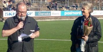 Pia Sundhages fick Borås Tidnings pris BT-plaketten i paus och intervjuades sedan av KGFC:s Tore Lund. Foto. MICHAEL LUND